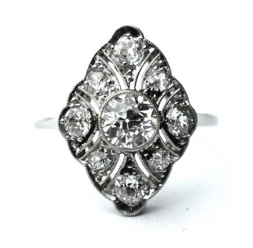Pierścionek w stylu Art Deco - diamenty