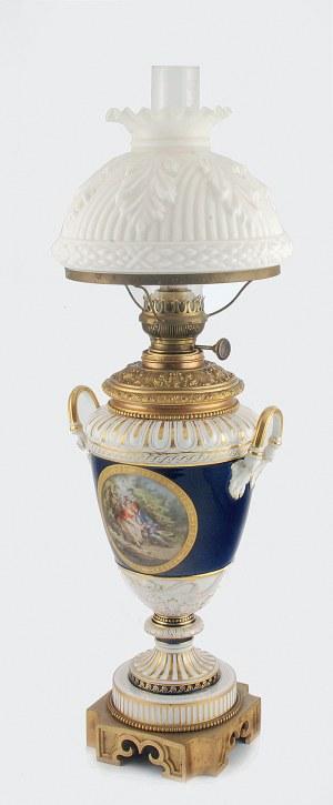 Lampa naftowa porcelanowa, z miniaturą rodzajową a' la Watteau