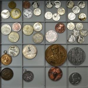 Zestaw medali, medalionów i żetonów ( 40 szt.) - w tym i medal za odwagę