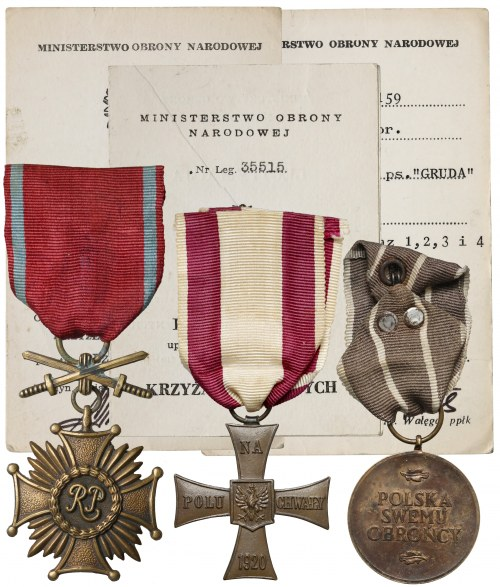 Zestaw po żołnierzu: Krzyż Walecznych, Zasługi i Medal Wojska