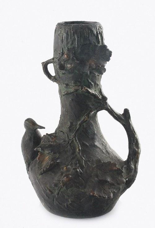 Wazon dekoracyjny z gałązką leszczyny z orzechami