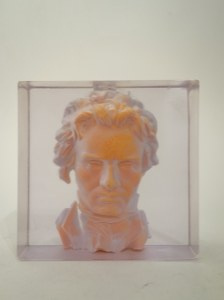 Luksfer z zatopionym popiersiem Beethovena