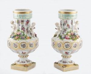 Edme (i Emile) Samson w Paryżu (wytwórnia zał. 1845), Para wazonów z puttami, dekoracją kwiatową i miniaturami z ptakami