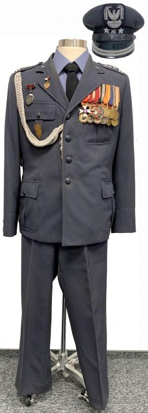 Mundur z odznaczeniami, czapka i dokumenty po ppłk Lucjanie Barala