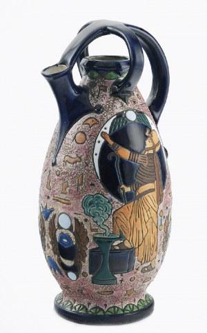 Amphora Werke Riessner (1910-1945), Wazon-dzban, z dekoracją wypukłą z motywami egipskimi