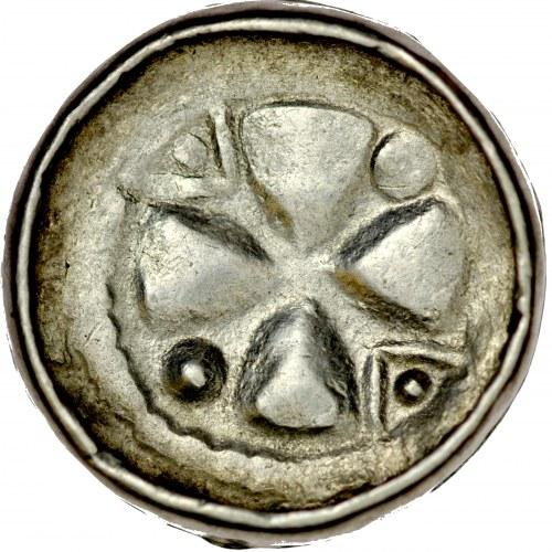 Denar krzyżowy XI w., Av.: Krzyż kawalerski, między ramionami kropki i trójkąty z kropkami, Rv.: Pastorał, w polu kropki.