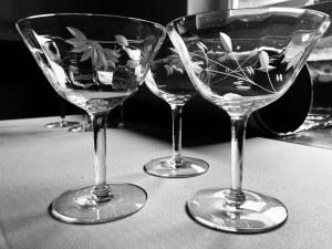 Zestaw szklanych, ozdobnych kieliszków (3 szt.)