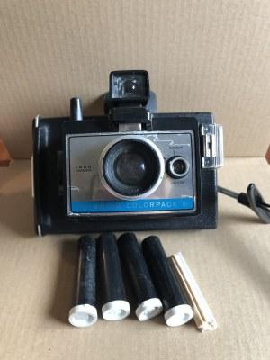 Kolekcjonerski aparat fotograficzny Polaroid ColorPack III w skórzanym etui