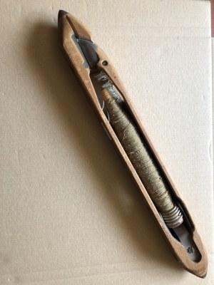 Zabytkowe, drewniane wrzeciono z nawojem