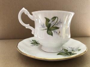 Porcelanowa filiżanka ze spodkiem marki Royal Standard, Wielka Brytania