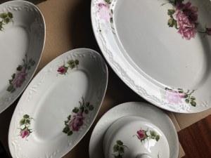 Komplet porcelanowej zastawy stołowej marki Karolina, Polska