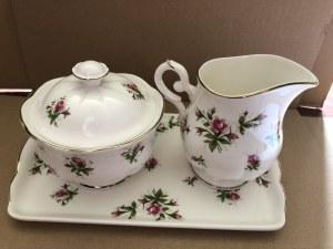 Ozdobny porcelanowy komplet: tacka, cukiernica i mlecznik Royal Canterbury, model Spring Flower (Pink), Wielka Brytania