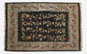 """Wanda KOSSECKA (1887-1955) - projekt, Maria GRZYBEK - wykonanie, Kilim dekoracyjny """"Kwiaty"""""""