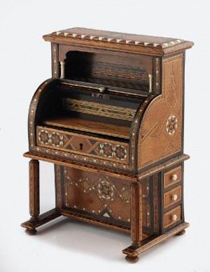 Szkatułka na biżuterię w formie sekretarzyka