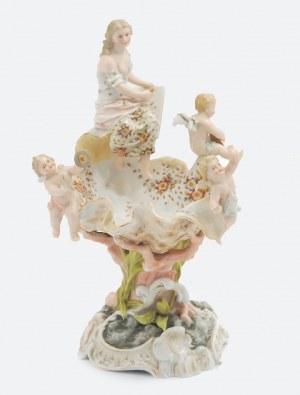 Porcelanowa paterka z grupą figuralną