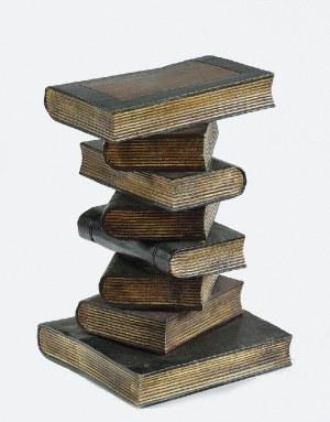 Słupek - taboret - w formie stosu książek