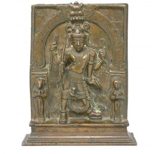 Plakietka z figurką Śiwy w jego formie Virabhadry z Dakszą o twarzy koła i boginią Bhadrakali