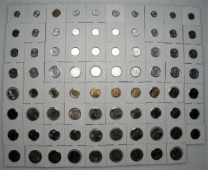 PRL - 79 sztuk menniczych monet w holderach, przekrój nominałów oraz roczników