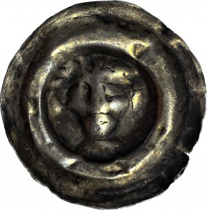 RR-, Polska dzielnicowa, Iwo Odrowąż biskup krakowski 1218-1229, Brakteat znany ze skarbu z Wielenia, Głowa