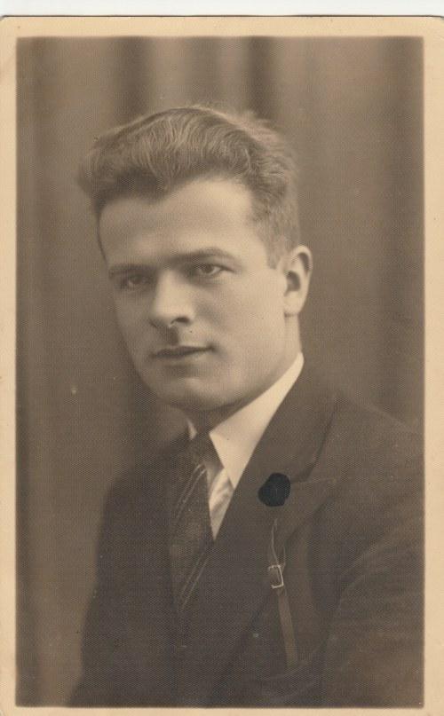 POLSKA. Portret mężczyzny; wyd. ok. 1933; cz.-b., stan sł., uszkodzona