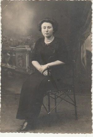 NIEŚWIEŻ. Portret kobiety, wyd. ok. 1930; cz.-b., stan db