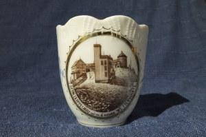 KARPACZ. Filiżanka, porcelana, brzegi zdobione reliefem, złocenia