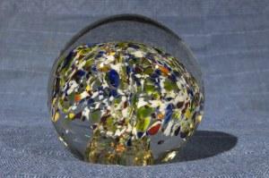 PRZYCISK. Przycisk na biurko w kształcie szklanej kuli; st. bdb, wys.: ok