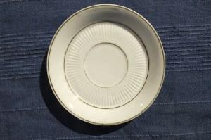 TALERZYK. Talerzyk porcelanowy; st. db, wys.: ok. 30 mm, średnica u góry: ok